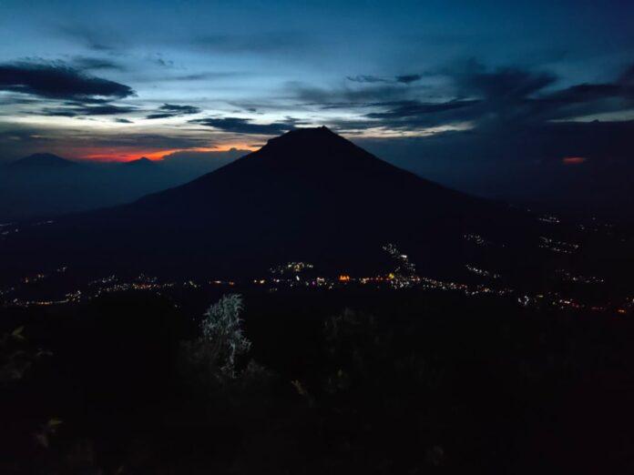 pendakian gunung sindoro kala malam